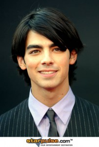 joe-jonas-alo-039043.jpg